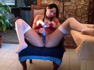 Squirting for Santa, Noe Spesielt