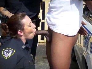 Sexy politi kvinne og lesbiske anal fisting trekant og ungdoms babe