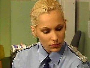 politiet kvinne har sex på skrivebord i darksome nylon,