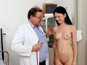 Petite ungdoms Lucianna Karel gyno klinikk eksamen