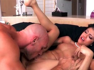 Squirting babe ridning på kuk. Squirting babe ridning på kuk før du får cumshot over squirting fitte